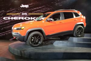 2019 Jeep Cherokee First Look Review: Brings a New Nose and More