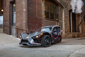 Polaris Slingshot Grand Touring LE Is Your Wild, Fully Loaded Ride