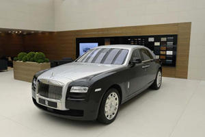 Two-Tone Bespoke Rolls-Royce Ghost Makes Quiet Entrance at Geneva