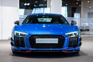 Audi R8 V10 Plus Tries On Some Racy Performance Parts