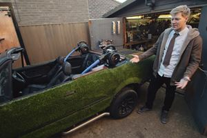 Turning A BMW 3 Series Convertible Into A Mobile Bathtub Is Not Normal