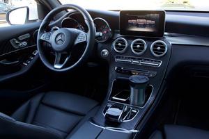 2018 Mercedes-Benz GLC 300 Driver Area