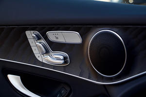 2018 Mercedes-Benz GLC 300 seat controls