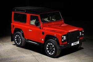 Reborn Land Rover Defender To Spawn Large Luxury SUV