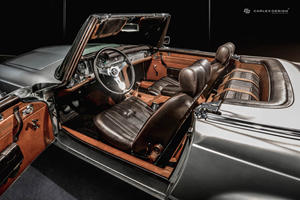 This Mercedes 230 SL Pagoda Has An Insanely Luxurious Interior