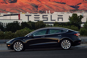 Tesla Produced Its 100,000th Model 3 After Just One Year