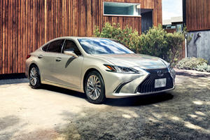 2019 Lexus ES Is The First Production Car With Digital Mirrors