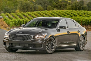 2019 Kia K900's $60,000 Price Tag Will Make You Question That BMW Purchase