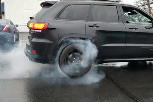 Here's How To Do A Burnout In A Jeep Grand Cherokee Trackhawk