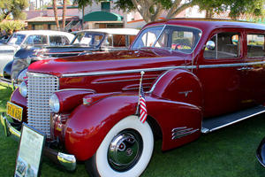 Luxury Car Evolution: 1938 Cadillac Series 90 V16