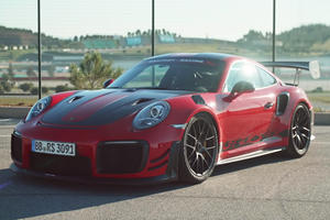 This Porsche 911 GT2 RS MR Made Chris Harris Recalibrate His Brain