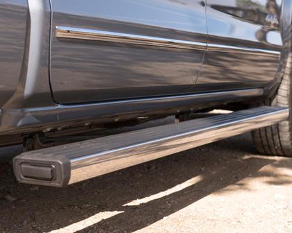 2017 Chevrolet Silverado 1500 High Country Crew Cab Pickup Step Detail