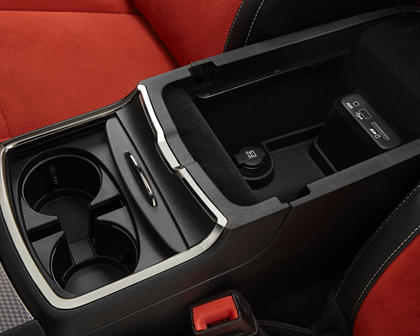 2017 Dodge Charger SRT Hellcat Sedan Cupholders