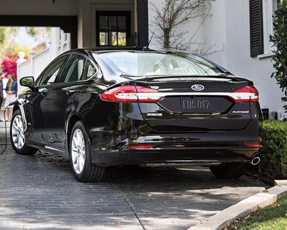 2017 Ford Fusion Energi Platinum Sedan Exterior