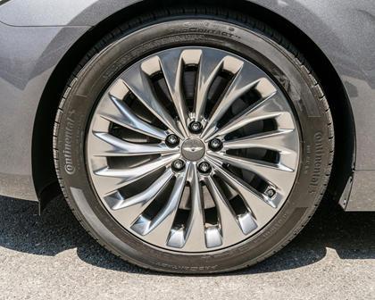 Genesis G90 Premium Sedan Wheel