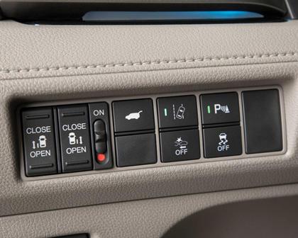 2018 Honda Odyssey Elite Passenger Minivan Aux Controls