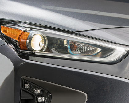 2017 Hyundai Ioniq Hybrid Limited 4dr Hatchback Headlamp Detail
