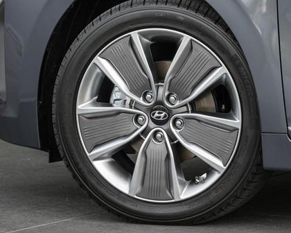 2017 Hyundai Ioniq Hybrid Limited 4dr Hatchback Wheel