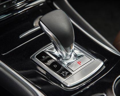 2018 INFINITI QX30 Premium 4dr SUV Shifter