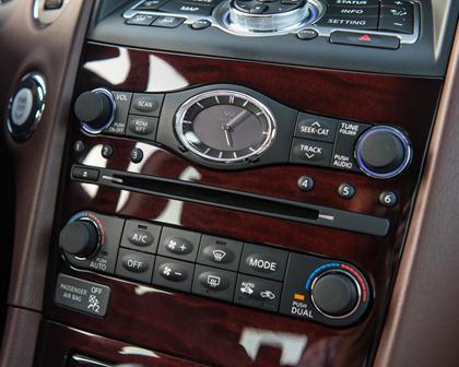 2017 INFINITI QX50 4dr SUV Center Console