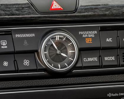 2017 Kia Cadenza Limited Sedan Interior Detail