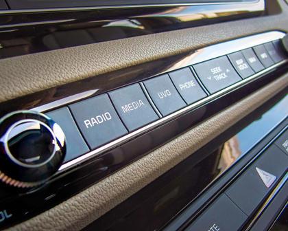 2017 Kia Sedona SX Limited Passenger Minivan Center Console