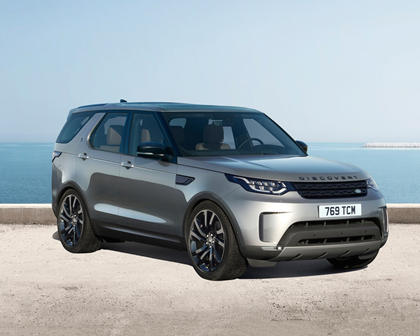 2017 Land Rover Discovery HSE Td6 4dr SUV Exterior. Black Design Package Shown.
