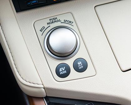 2016 Lexus ES 300h Sedan Interior Detail