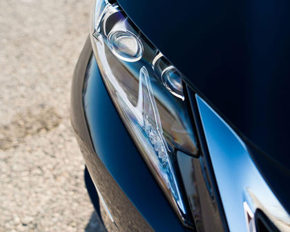 2016 Lexus ES 300h Sedan Headlamp Detail