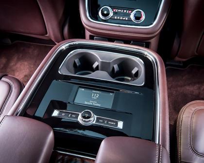 2018 Lincoln Navigator L Black Label 4dr SUV Cupholders