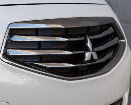 2018 Mitsubishi Mirage G4 SE Sedan Front Badge