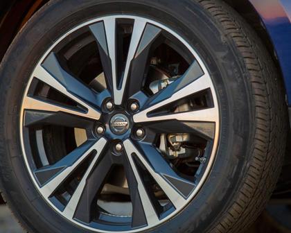 2017 Nissan Pathfinder Platinum 4dr SUV Wheel