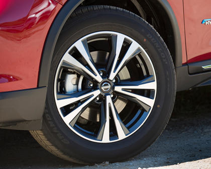 2017 Nissan Rogue SL 4dr SUV Wheel