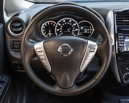 2017 Nissan Versa Note 1.6 SL 4dr Hatchback Steering Wheel Detail