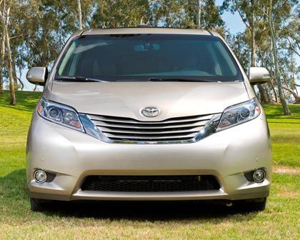 2017 Toyota Sienna Limited Premium 7-Passenger Passenger Minivan Exterior