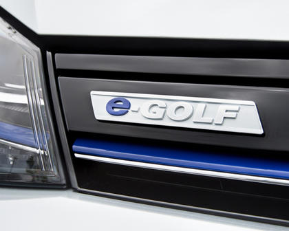 2016 Volkswagen e-Golf SEL Premium 4dr Hatchback Front Badge Shown