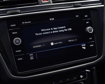 2018 Volkswagen Tiguan SEL Premium 4Motion 4dr SUV Center Console