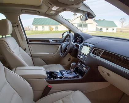 2017 Volkswagen Touareg V6 Executive 4dr SUV Interior Shown