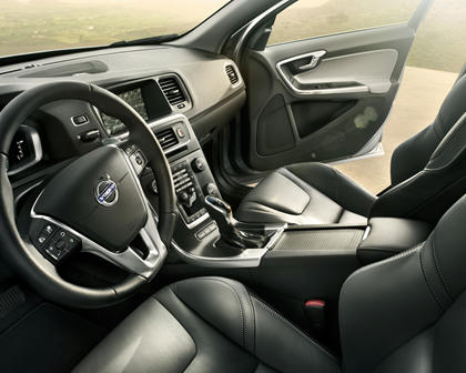 2018 Volvo S60 T5 Dynamic Sedan Interior