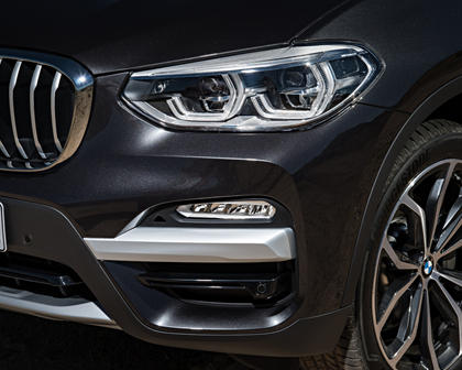 2018-2019 BMW X3 Front Angle Detail