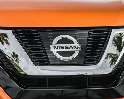 2017 Nissan Rogue SL 4dr SUV Front Badge