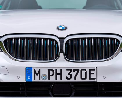 2018-2019 BMW 5 Series Plug-in Hybrid Front Grill Closeup