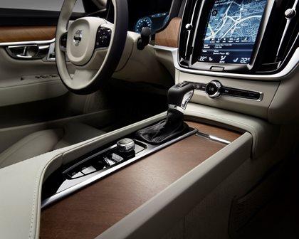 2018 Volvo  S90 Plug-in Hybrid Center Console