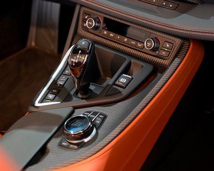 2019 BMW i8 Roadster Shifter
