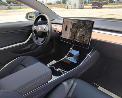 2018 Tesla Model 3 Central Console