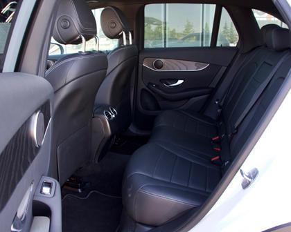2018 Mercedes-Benz GLC 300rear seats