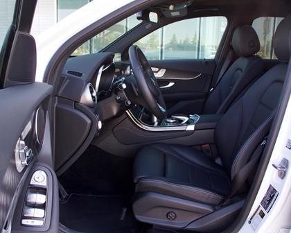 2018 Mercedes-Benz GLC 300 front seats