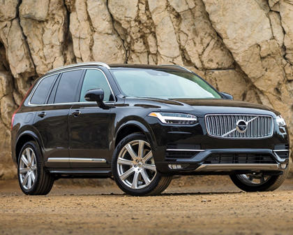2016-2019 Volvo XC90 Plug-in Hybrid Three Quarter Front Right View