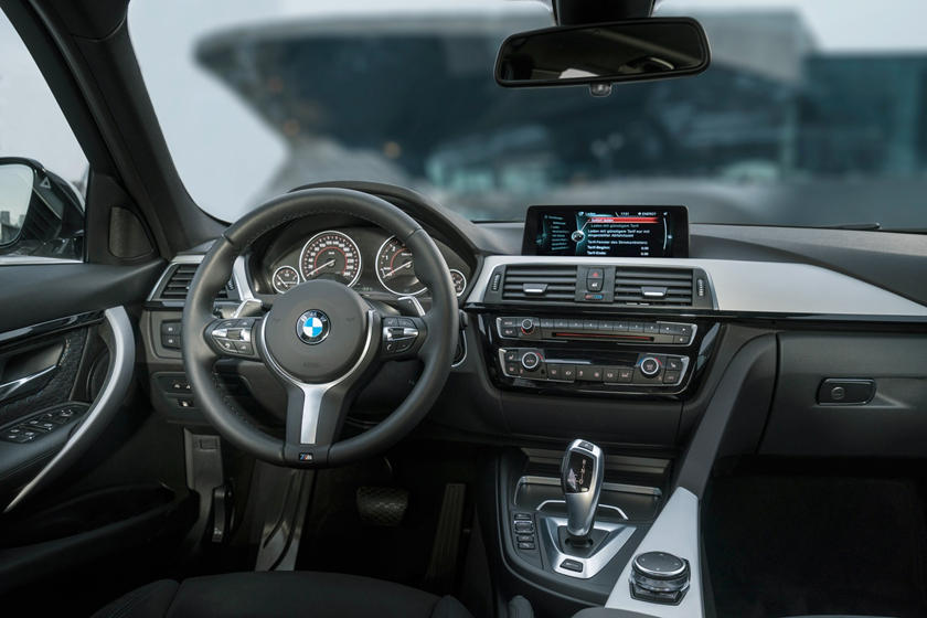 2017 BMW 3 Series 330e iPerformance Sedan Dashboard