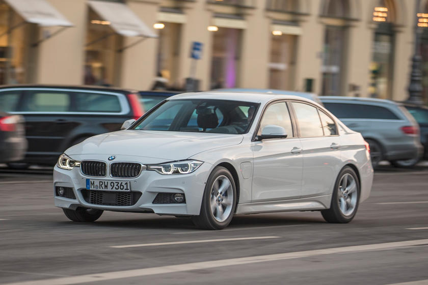 2016-2018 BMW 3 Series Plug-in Hybrid Front Side in Motion